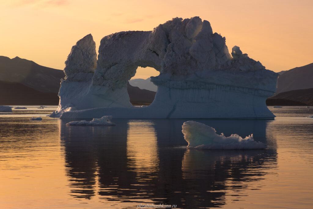Айсберг арка закат